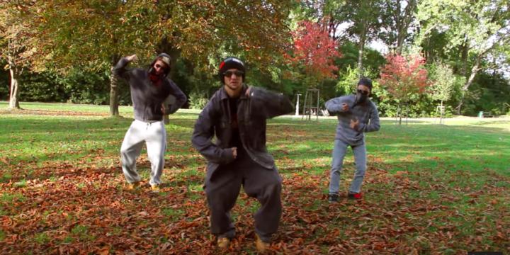 """Yeah! Unser erstes Musikvideo mit Jugendlichen: """"Deine Mama!"""". Rieses Dankeschön an alle Mitwirkenden, das war Hammer!"""