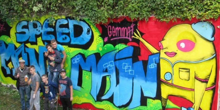 WALL of FAME – Reloaded! Gemma! organisierte einen Graffiti-Workshop um die legale Wand beim Bahnhof neu zu gestalten.