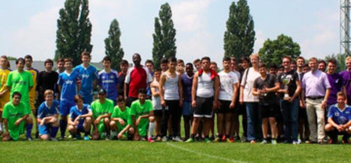 8 bunt gemischte Hobby-Teams aus dem Bezirk Tulln trafen sich im Josef-Keiblinger-Stadion zum Gemma-Cup. Mit Video!