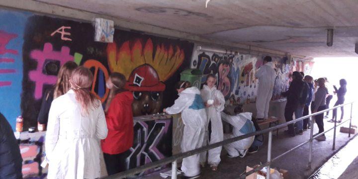 """Das war """"My Place"""" – ein regionsbezogenes Graffiti Projekt mit der Klasse 4B der NMS Großweikersdorf mit der Künstlerin SIUZ."""